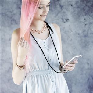 Чехол на шнурке Hama Cross-Body для iPhone 11