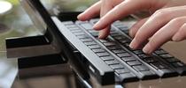LG представила сворачиваемую клавиатуру Rolly
